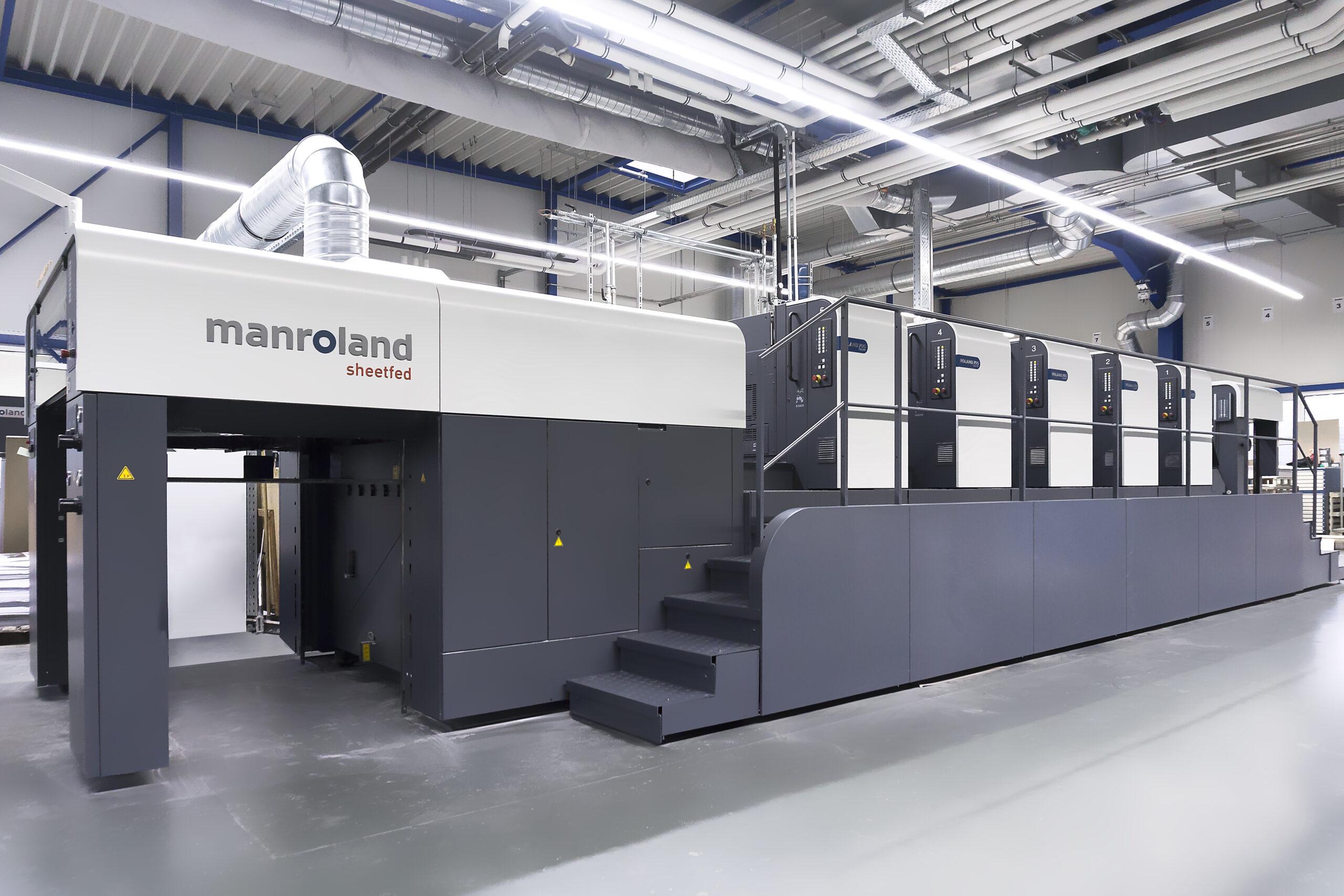 moderne Druckmaschine in einer großen Halle