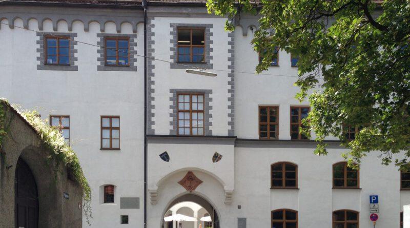 Fassade des Antonierhauses